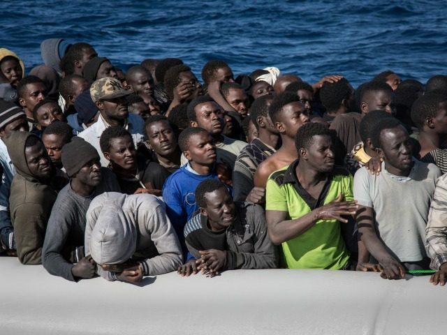"""Palermo polgármester megőrült: """"Csodálatos, hogy elöntenek bennünket a migránsok"""""""