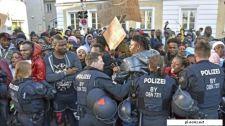 Bajorország: keresztények etetik őket, ráadásul az ő mosógépeiket kellene használniuk szegény menekülteknek