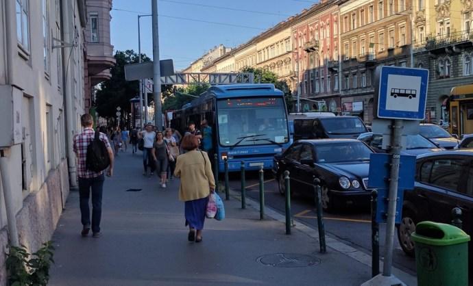 Négyszer annyian használják a tömegközlekedést, de buszsávot nem raknak a Nagykörútra