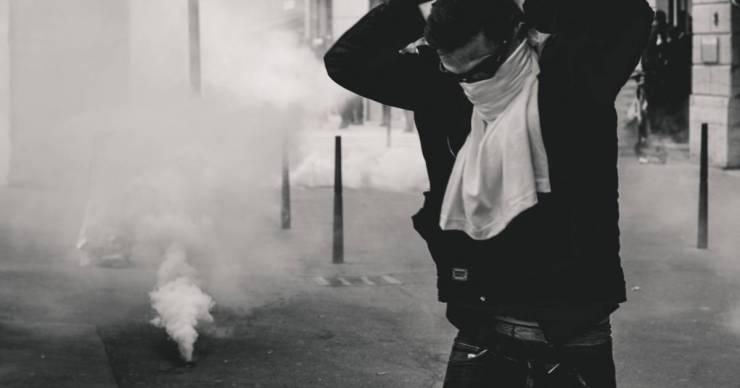 Összecsapás szerb tüntetők és koszovói rendőrök között, lövések is eldördültek