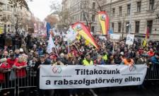 Itt a válasz a Fidesz rabszolgatörvényére
