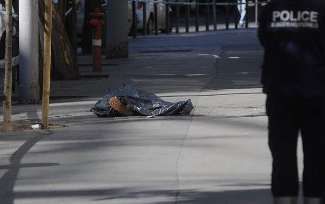 A negyedikről vetette magát a járdára egy férfi a fővárosi Bajcsy-Zsilinszky úton