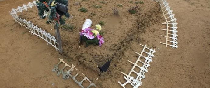 Lázár János néma, ha keresztény temetőket vernek szét