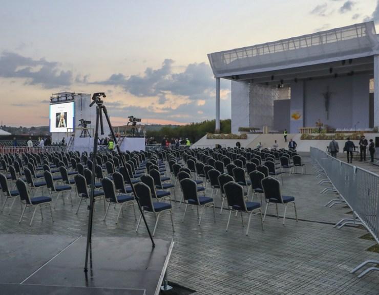 GALÉRIA: Készülnek a pápa érkezésére Sasváron