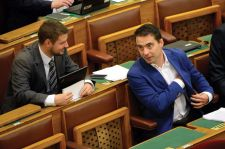 A Jobbik Ifjúsági Tagozat országos alelnöke is búcsúzik – megroggyant Spinoza Gábor gyöngyösi fellegvára