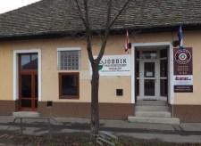 Hódmezővásárhelyi győzelem: Kuruc-táblával szerezte vissza irodáját a helyi Jobbik