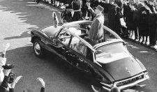 100 lövést adtak le rájuk, mégsem volt hajlandó lebukni az ülés alá de Gaulle és felesége