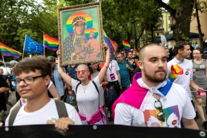 Lengyelországban megkezdődött a Fekete Madonna képét meggyalázó leszbikák pere