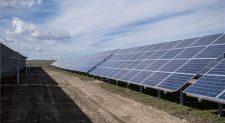 Átadták az ország egyik legnagyobb naperőművét Pakson