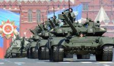Felvonul az orosz hadsereg a Vörös téren