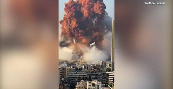 VIDEÓ: Hatalmas robbanás rázta meg Bejrútot, több százan megsérültek