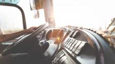 Botrány a buszon: lezavarta a sofőr, mert munkásruhában volt