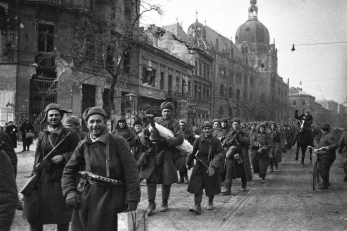 Sosem látott dokumentumok kerültek elő a szovjet csapatokról