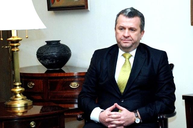 Szakállas pesti zsidóviccet mesélt a bocskoros nagykövet Jerevánban – már bocsánatot is kért, de csak az örményektől…