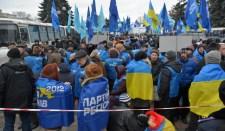 Ukrajna: a kormányzó párt erőket mozgósít az ország védelmére