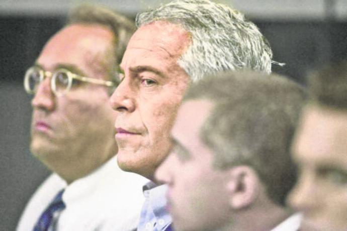 Epstein halálától Bill Clinton kék ruhájáig