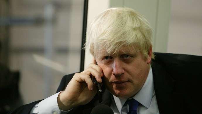 Orosz telefonbetyárok hívták fel a brit külügyért, és percekig beszélgettek vele Putyinról