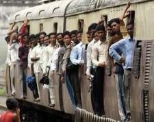Váradi lap: a fehérek diszkriminációja, hogy el kell viselni a vonaton a mindenkori blattolók terrorját, bűzét, trágárságát
