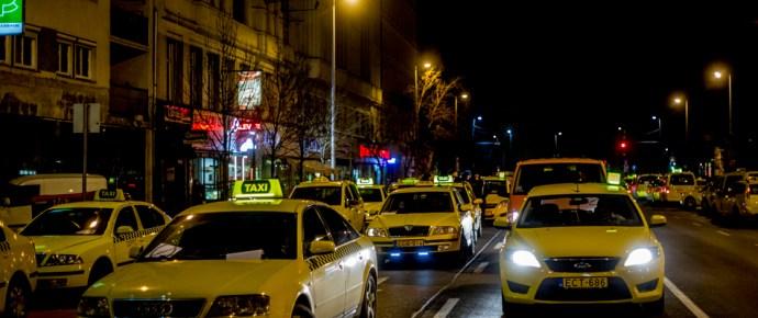 Így kezdődött a 2016-os taxisblokád