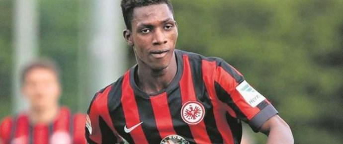 Beperelték a migráns focistát! Kiderült, hogy 10 évvel idősebb, mint állította