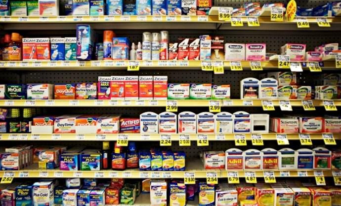 Nurofen, Strepsils, Fluimucil, Dulcolax – szakértők betiltanák a megfázás elleni szerek felét