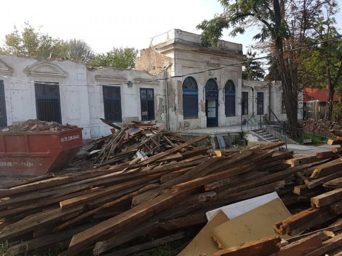 Műemlék épületet bontanak engedély nélkül Újpesten