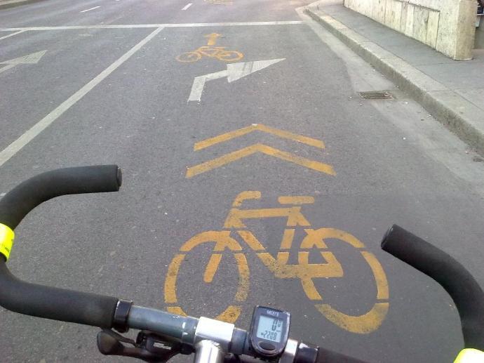 Kerékpárost gázoltak az Astoriánál