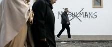 Franciaországban dúl a muszlimellenesség és az antiszemitizmus