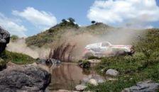 Súlyos baleset: homokfalnak ütközött a magyar páros