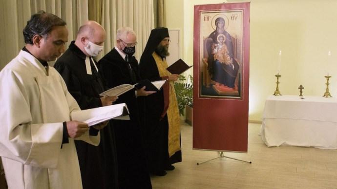 Együtt a hegyen – Ökumenikus vecsernyét tartottak Szent Margit Kórház kápolnájában