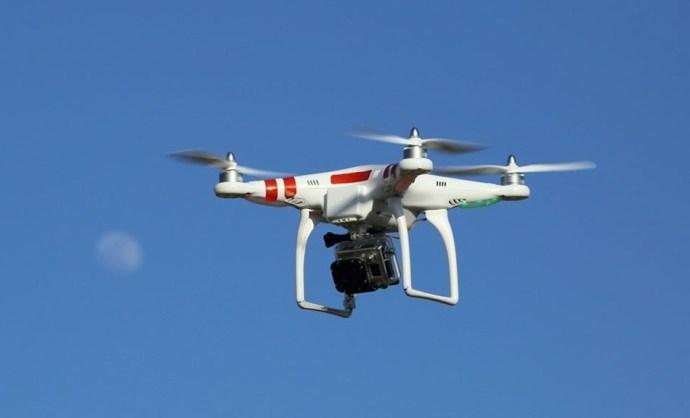 Elképesztő: Lesifotósok után most drónnal figyelték meg Vona Gábort és családját