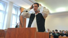 Gyönyörű nap: Budaházy nyomkövető bilincse Gyárfáson