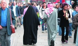 Maradhatnak az eltérő kultúrájú kontinensfoglalók, ha európai nőt ejtenek teherbe