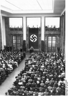Adolf Hitler kancellár felszólal a Német Művészetek Háza múzeumának megnyitóján (1937. július 18.)