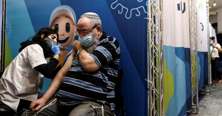 Izraelben visszavonulóban van a járvány negyedik hulláma