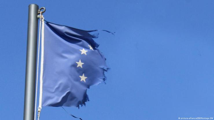 A világjárvány félrekezelése miatt megroppant a bizalom az uniós intézményekben