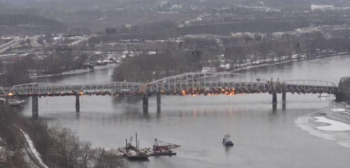 Folyóba robbantottak egy hidat az Egyesült Államokban