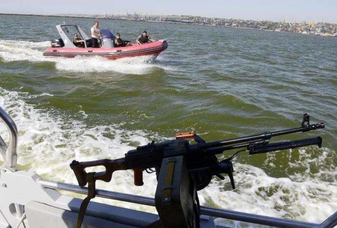 Ukrán őrhajót támadtak meg az Azovi-tengeren