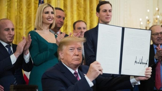 Trump hanukai ajándéka: felszámolják az egyetemi szólásszabadságot, nem csak a zsidókat, Izraelt is tilos lesz bírálni