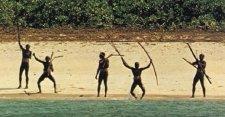 Több mint száz éve minden behatolót fegyverrel kerget el a szentinelézek törzse
