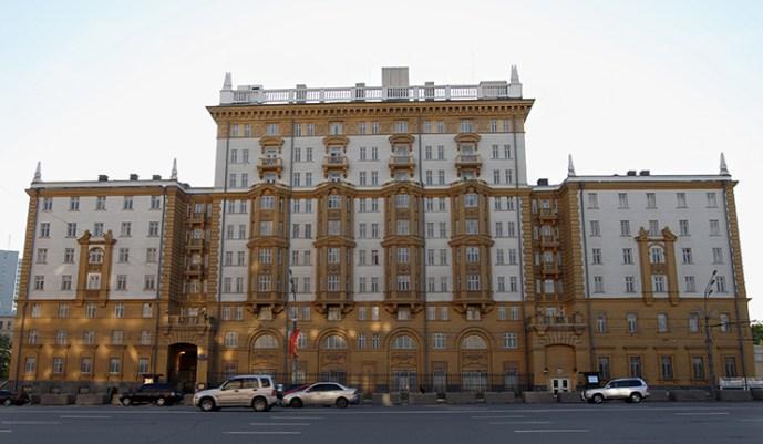 Az USA moszkvai nagykövetségéről eltávolítják az orosz honpolgárokat