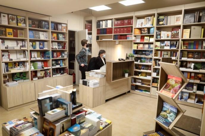 Megújulva várjuk az Új Ember könyvesboltban