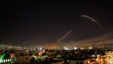 Hárította a szíriai légvédelem az izraeli légierő újabb támadását (videó)