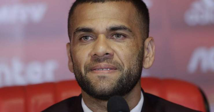 Dani Alves év végéig szögre akasztja a csukát