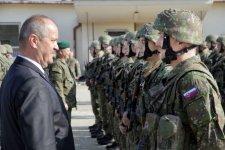 500 eurós büntetést fizethetünk a katonai egyenruha viseléséért