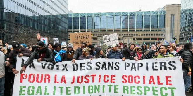 Ezrek tüntettek a belga migrációs államtitkár lemondását követelve