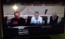 Még ki sem hűlt a kirúgott szerkesztők széke, Orbán Viktor már vigyorog a Hír TV-ben