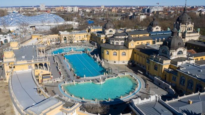 A teljes nyitásra készülnek a fővárosi fürdők