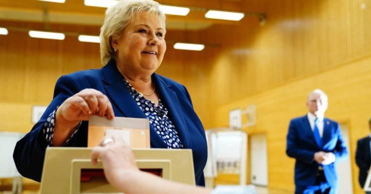 Norvégiában 8 év után a balközép ellenzék nyerte a választásokat