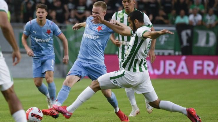 """""""A Slavia szerda este kést kapot a hátába, és vérzik"""""""